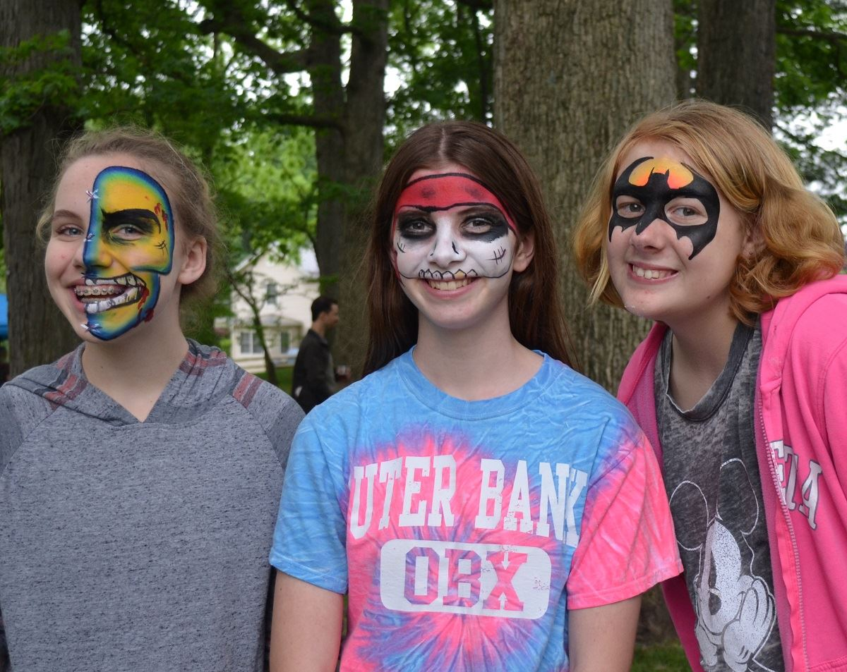 Festival, girls with faces painted