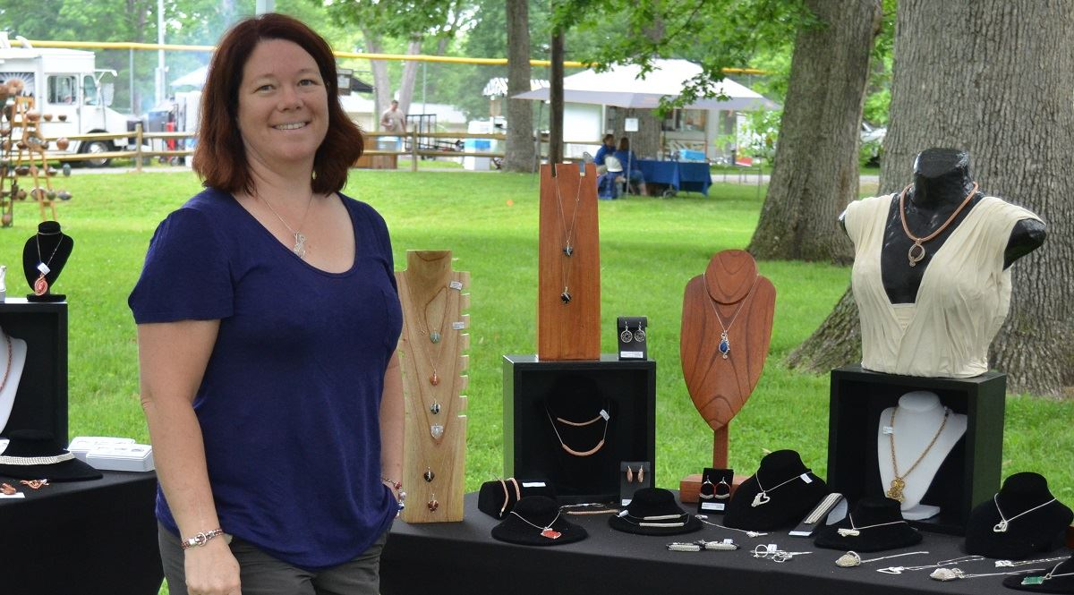Vendor, Dana Rainbow Bridge Beads and Jewelry